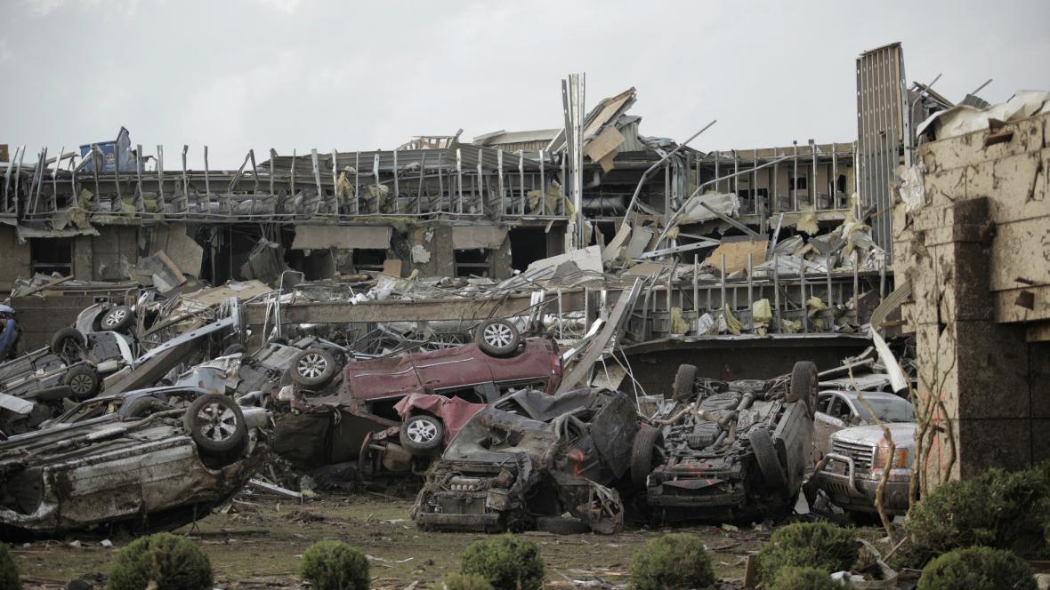 Zdemolované lékařské středisko v Moore