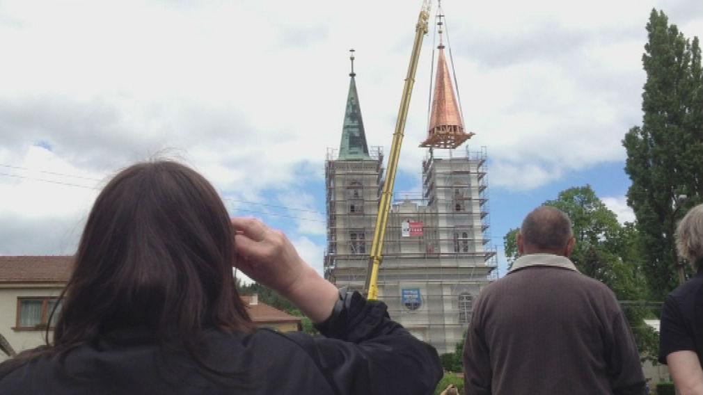 Za pár okamžiků už bude kostel opět vypadat jako kdysi