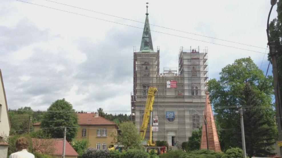 Vanovický kostel před vyzvednutím druhé věže