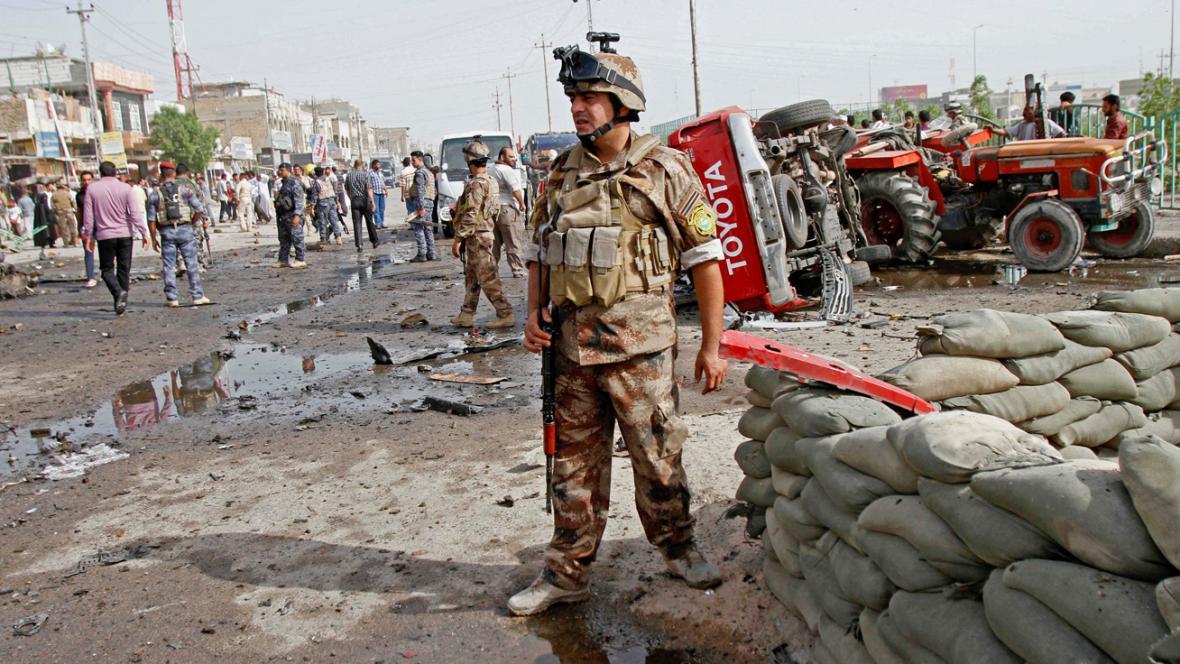 Armáda na místě pumového útoku v Basře