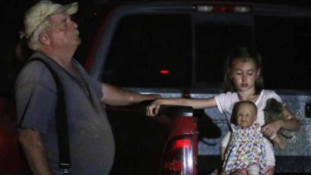 Obyvatelé Oklahomy prchají před tornádem