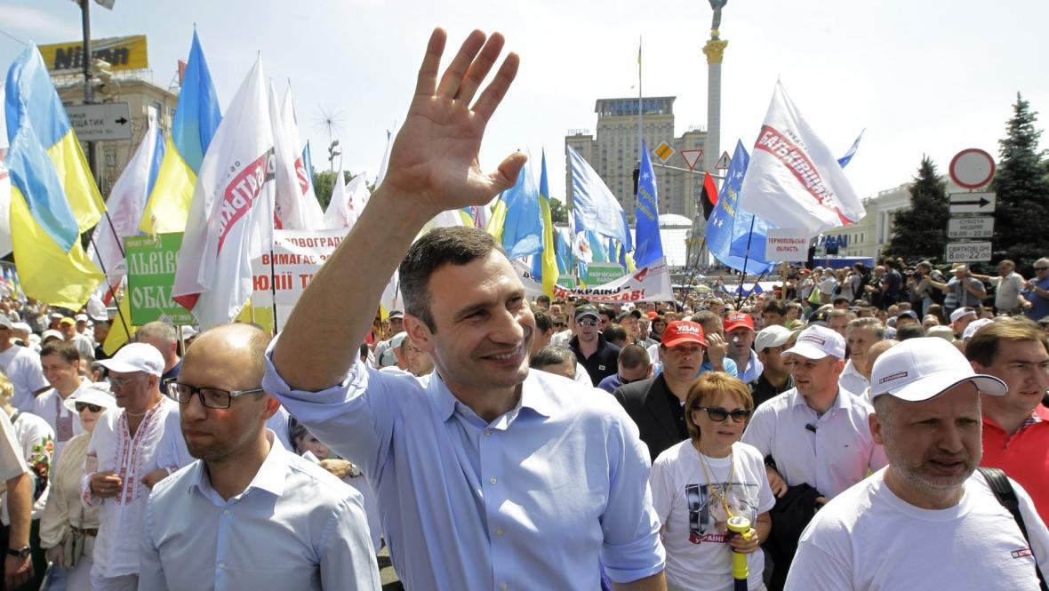 Vitalij Kličko na opoziční demonstraci v Kyjevě