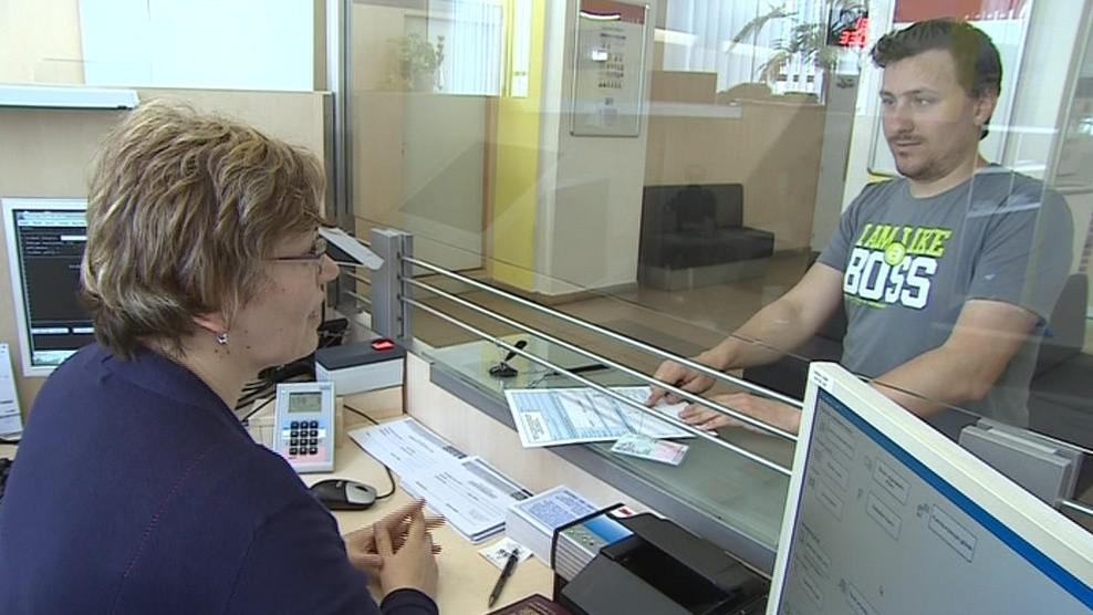 Po osmdesátihodinovém kurzu mají úředníci základy znakového jazyka