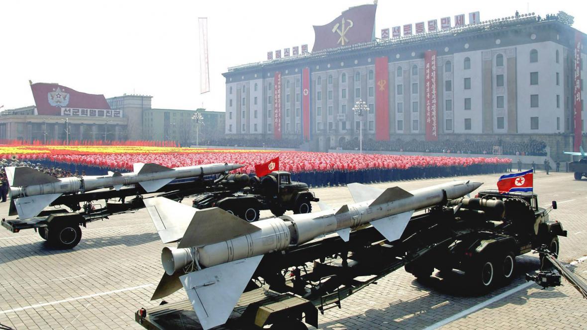 Dubnová vojenská přehlídka v Pchjongjangu