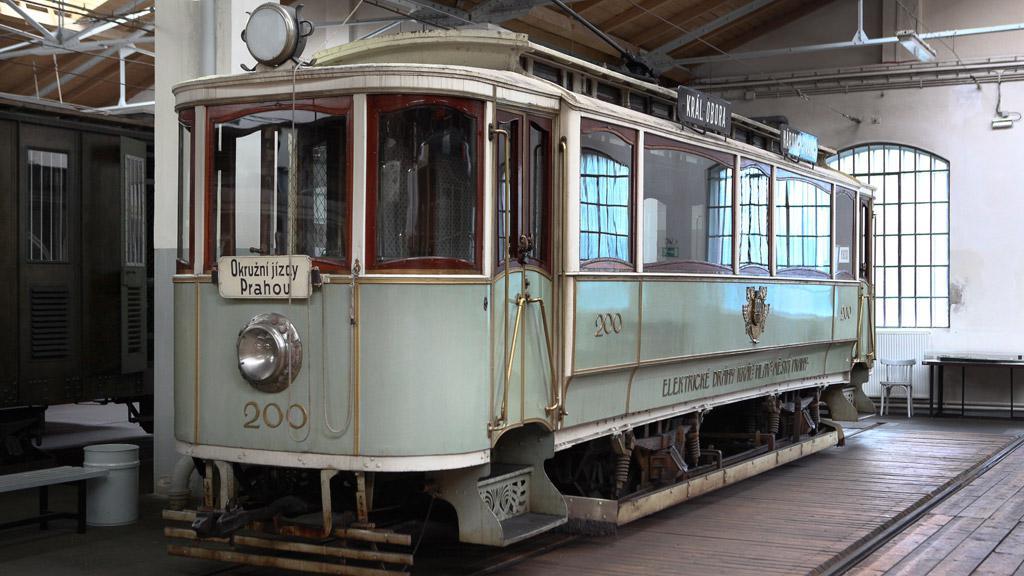 Po poslední jízdě byla kačena zatažena do depozitáře Muzea MHD, kde se ocitne ve společnosti historických vozů