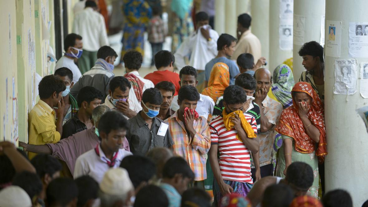 Identifikace obětí neštěstí v Bangladéši