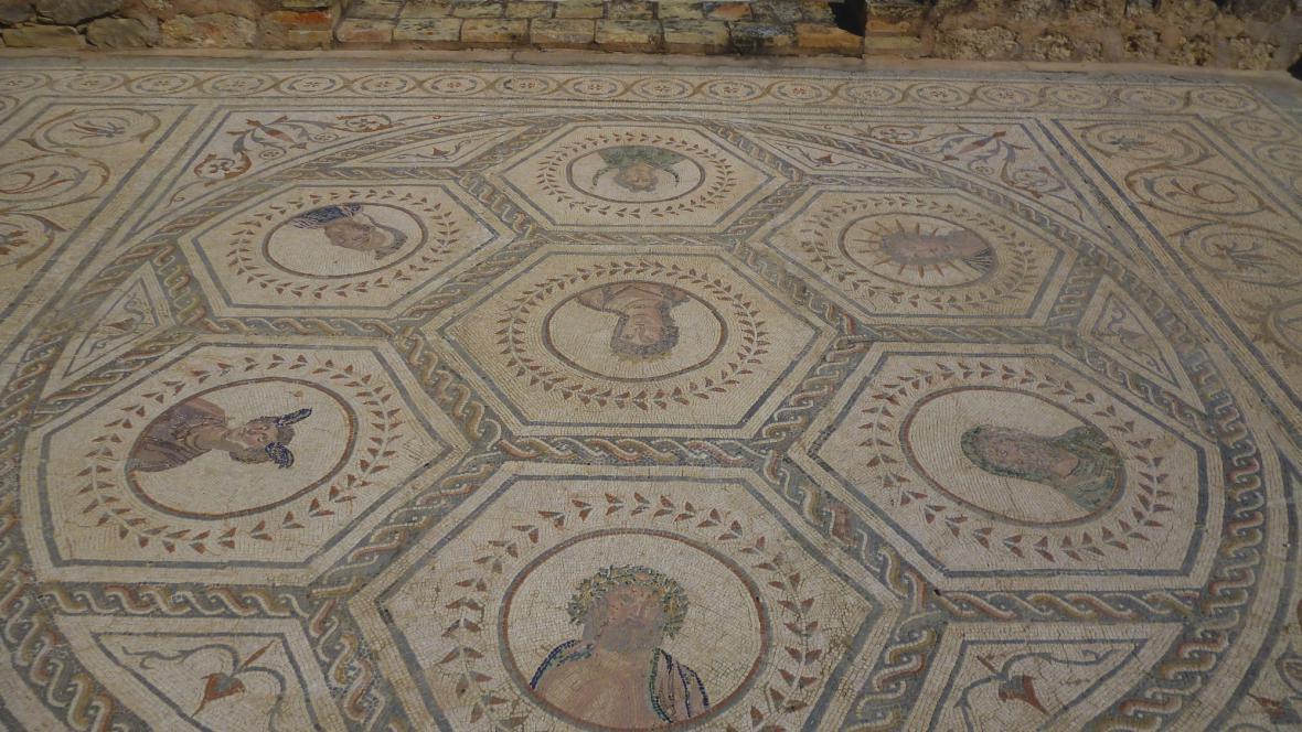 Antická mozaika