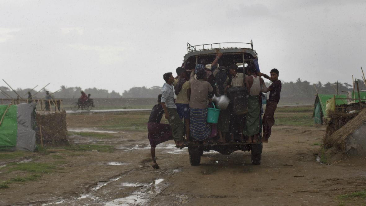 Mahasen zasáhl Barmu
