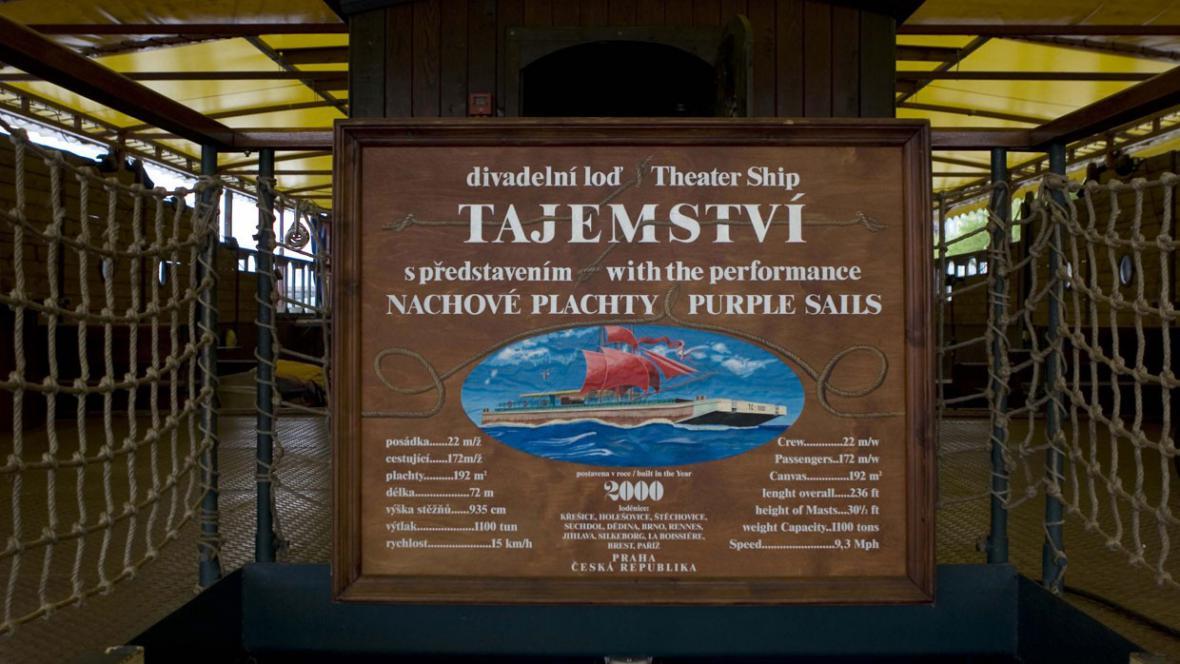Divadelní loď Tajemství