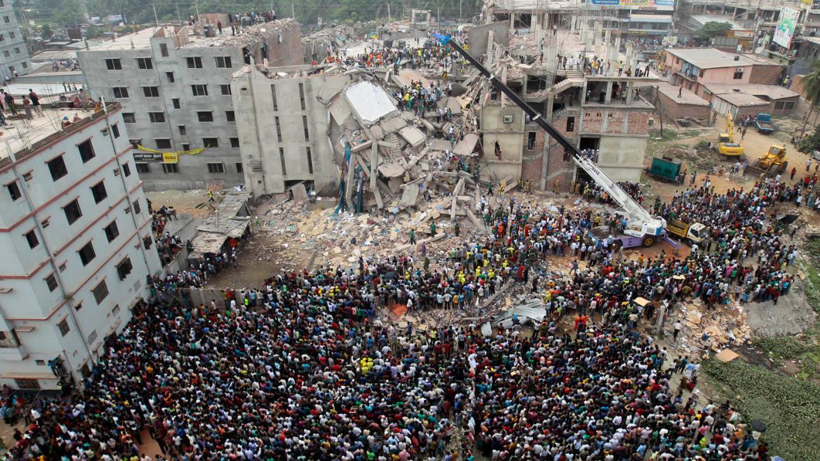 Zřícená budova Rana Plaza v Bangladéši