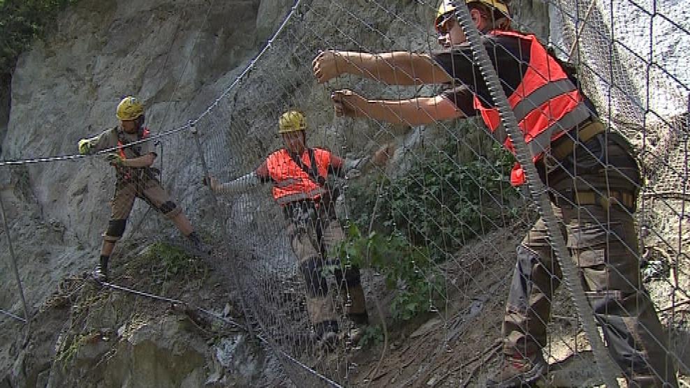 Pracovníci zpevnili a zabezpečili nejakutnějších dvacet metrů