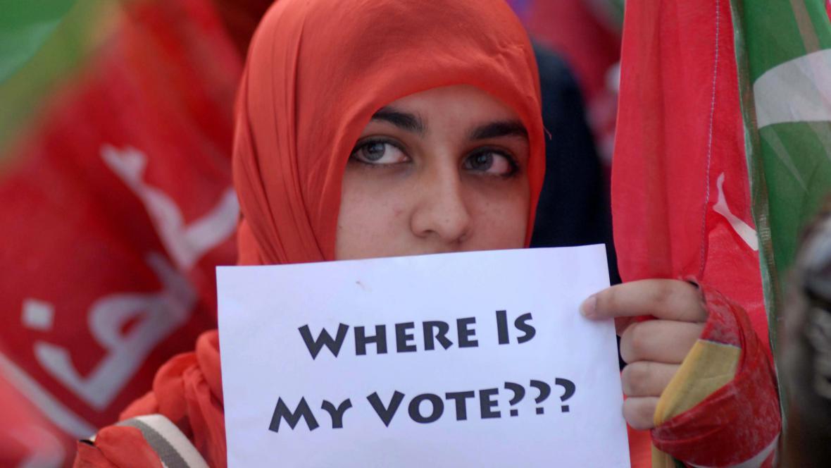 Protesty proti podvodům při volbách v Pákistánu