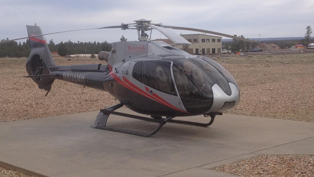 Helikoptéra startuje k letu nad Grand Canyonem
