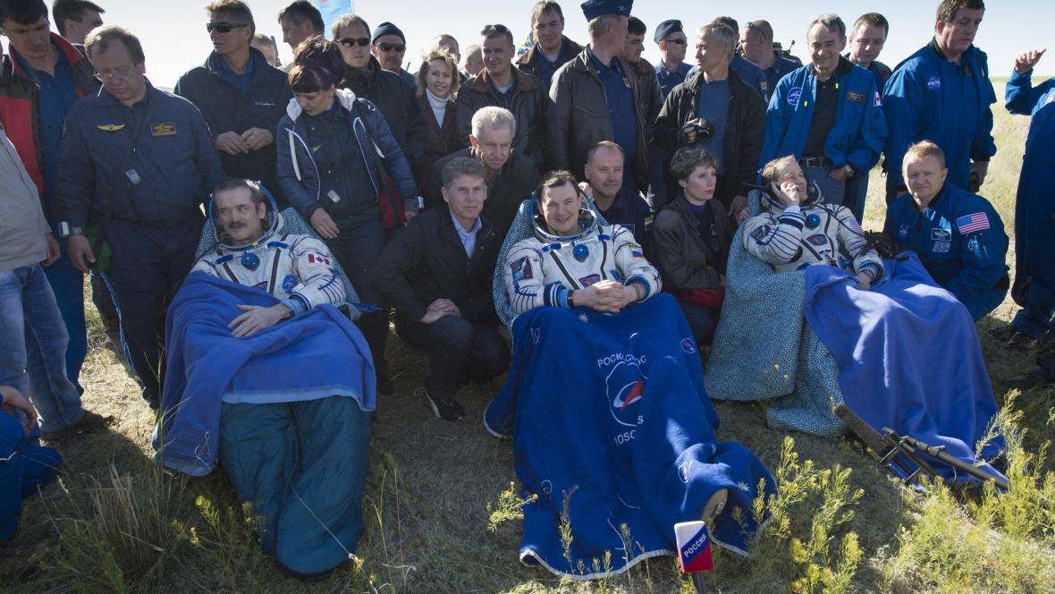 Astronauti (zleva) Chris Hadfield, Roman Romaněnko aTom Marshburn