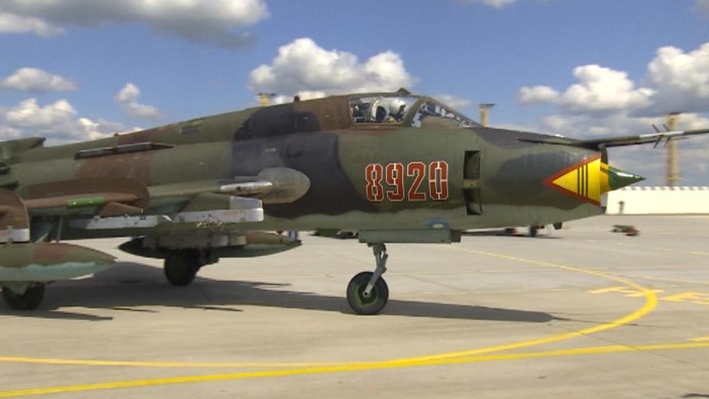 Letoun Su-22 na vojenském cvičení v Náměšti