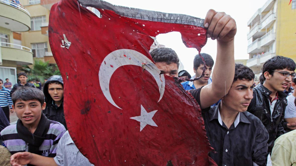Mladí Turci demonstrují v Reyhanli