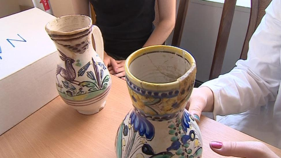 Restaurovat budou studenti i džbánky z osmnáctého století