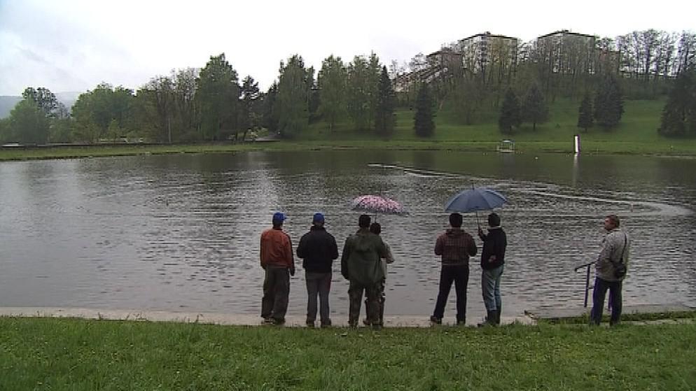 Letošní závody doprovázel májový déšť