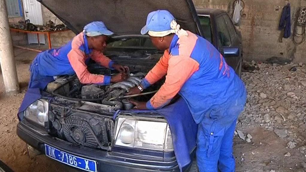 V Senegalu vám opraví auto i ženy