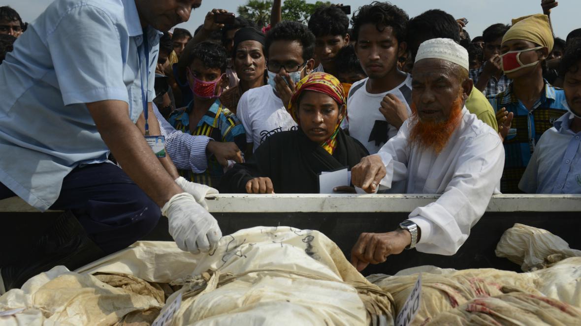 V Bangladéši pokračuje pátrání v sutinách textilky