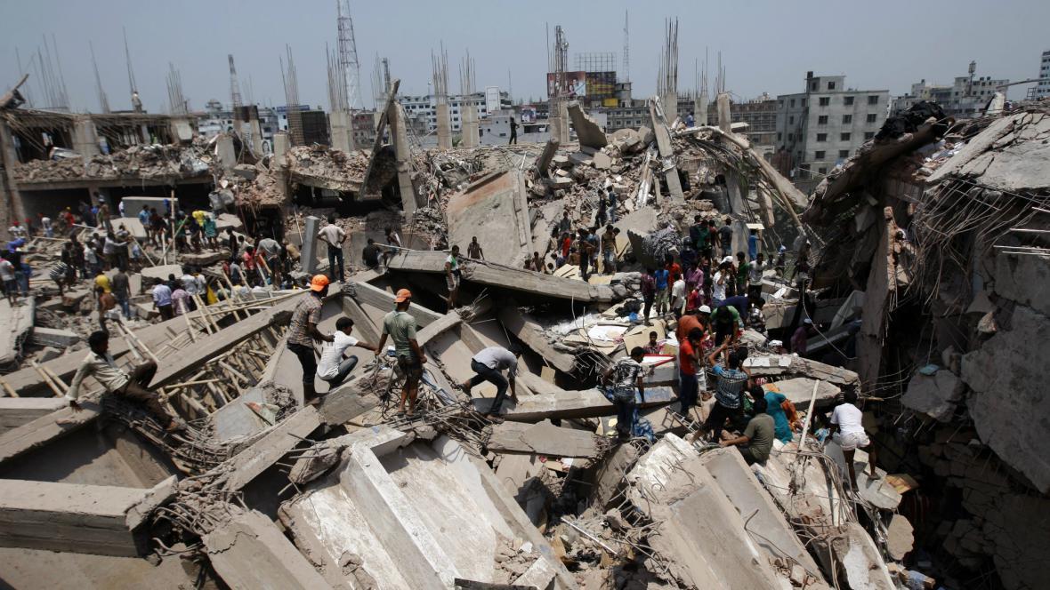 Kolaps budovy v Bangladéši