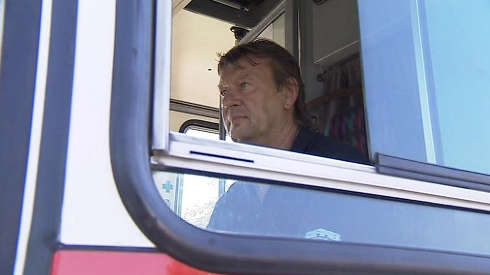 Třiapadesátiletý řidič autobusu Miloslav Pantůček nic podobného nezažil