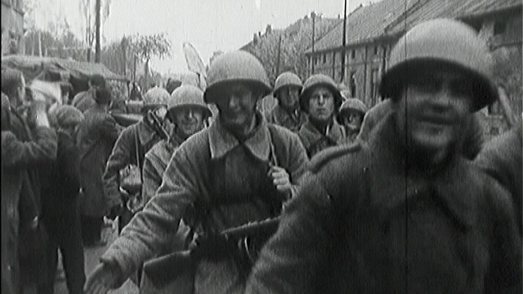 Příjezd vojáků Rudé armády v květnu 1945