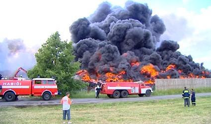 Požár skládky v Boru u Skutče