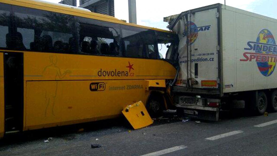 Nehoda na R7