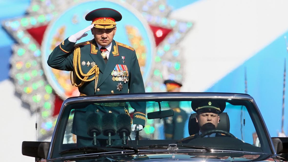 Ruský ministr obrany přijíždí na přehlídku