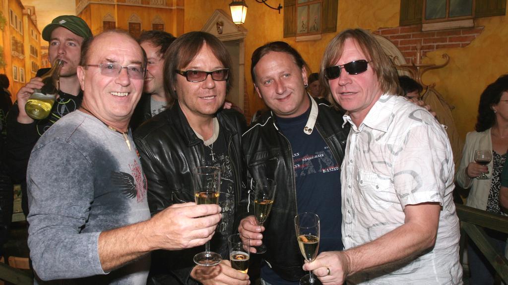 Členové kapely Olympic v roce 2007 (Peroutka druhý zprava)