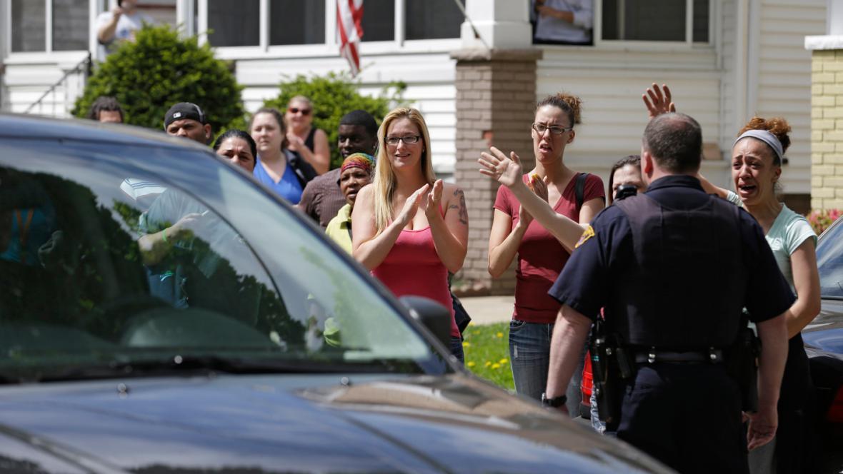 Příbuzní a sousedé vítají Amandu Berryovou
