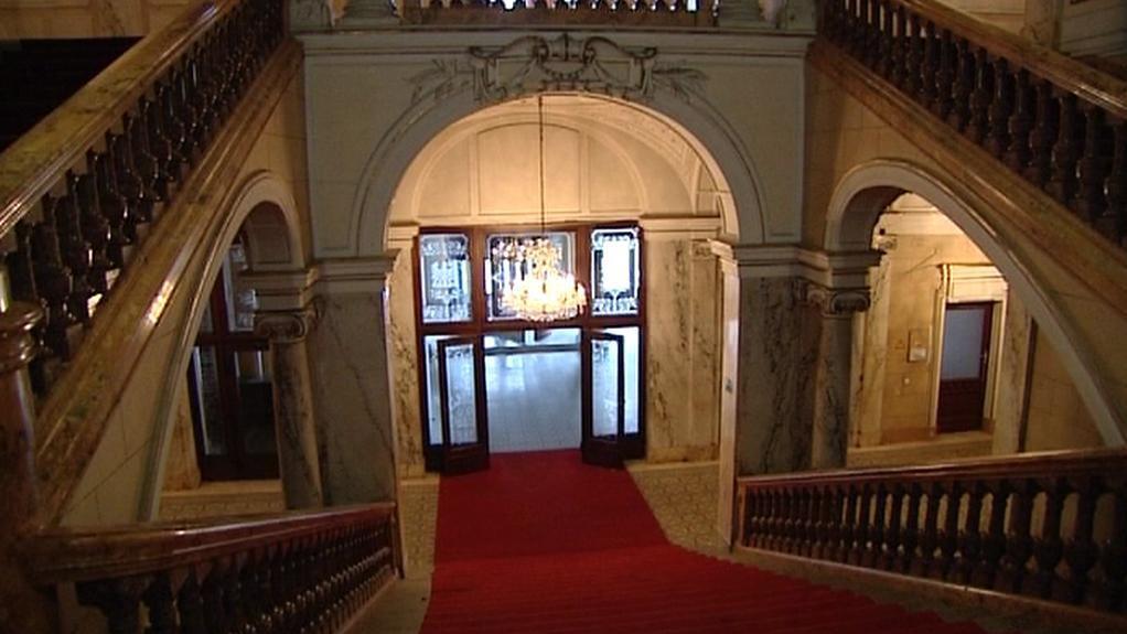 Pohled ze schodiště Císařských lázní