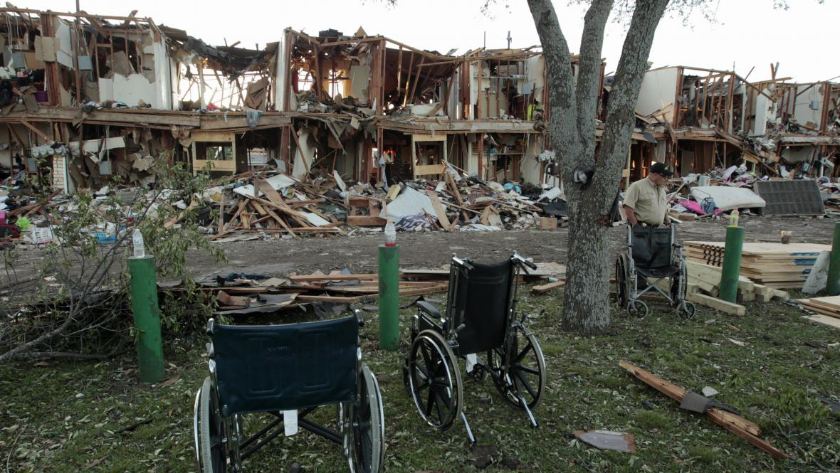 Výbuch továrny na hnojiva v texaském Westu