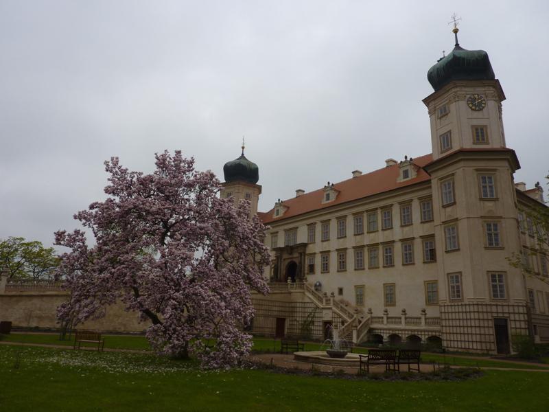 Park na zámku v Mníšku pod Brdy