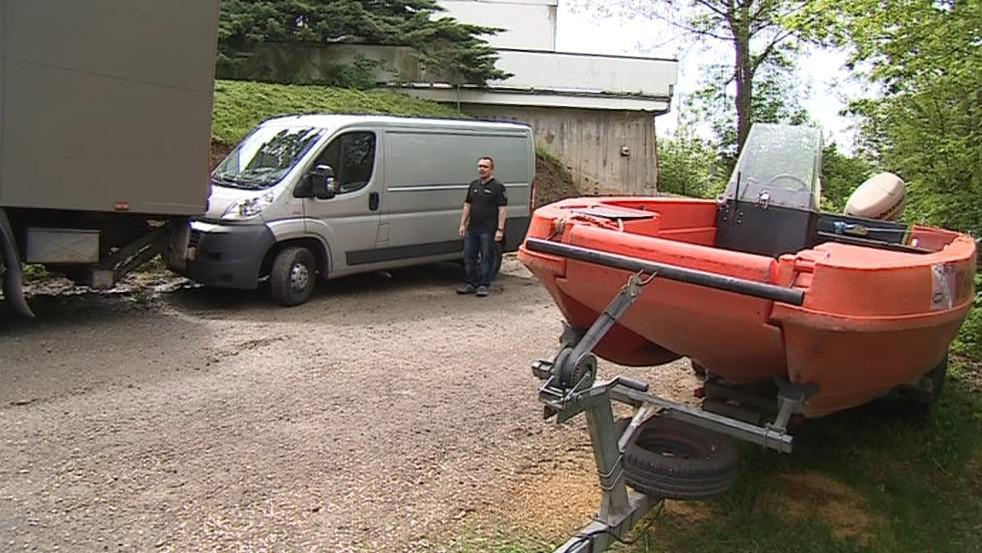 Auta si policejní potápěči musí půjčovat od kolegů z jiných útvarů