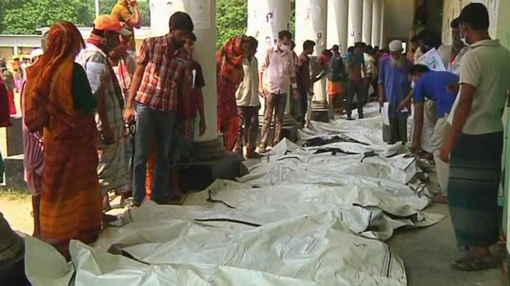 Oběti ze zřícené budovy v Bangladéši