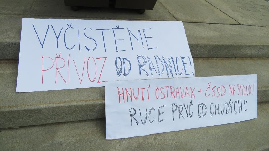 Protest proti stěhování lidí z Přednádraží do ubytoven