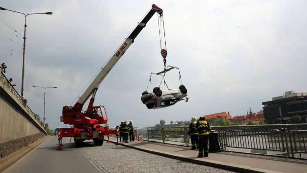 Nehoda u pražského Čechova mostu