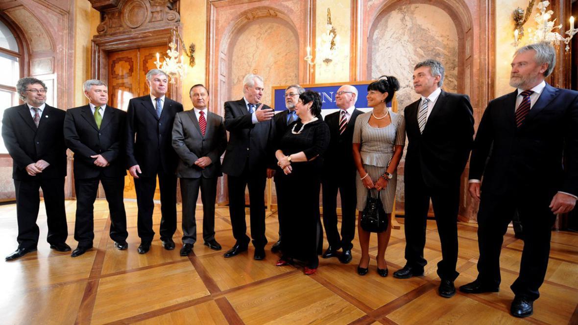 Zeman a senátoři, kteří ho podpořili při prezidentských volbách