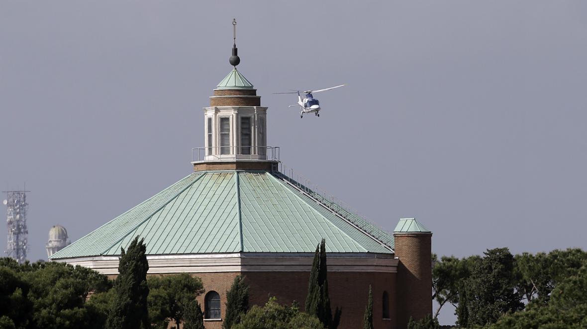 Emeritní papež Benedikt se vrací do Vatikánu