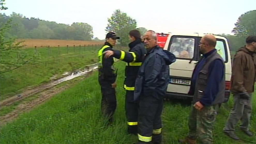 Hasiči a policisté zatím po vodácích pátrají jako po utonulých
