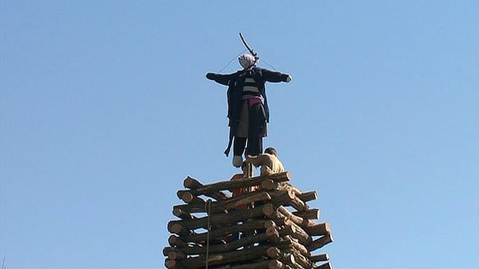 Přípravy na pálení čarodějnic v Pravicích