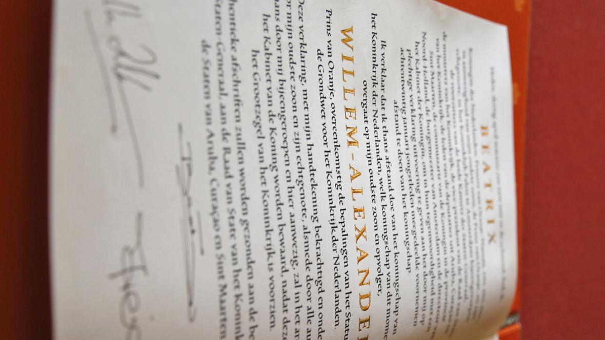 Podpisy pod abdikační listinou