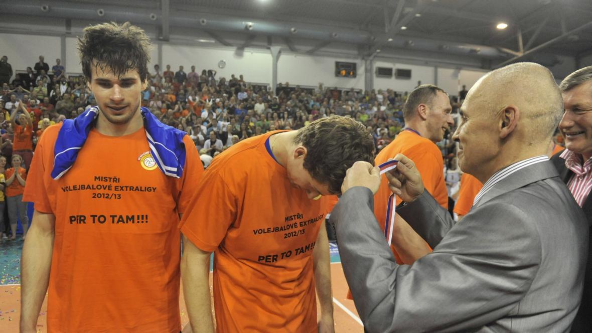 Ostravští volejbalisté dostávají zlaté medaile