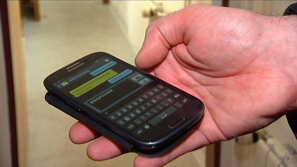 Mobilní telefon - ovládání elektronické sirény