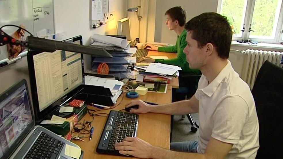 Martin Richter (v bílém) vyměnil na pár dní počítač za vidle