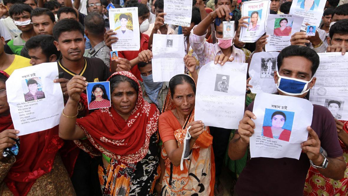Demonstrace za oběti zřícení továrny v Dháce