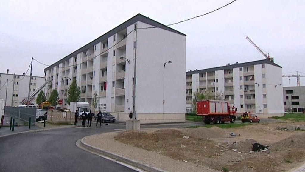 Záchranné práce na místě exploze ve francouzské Remeši