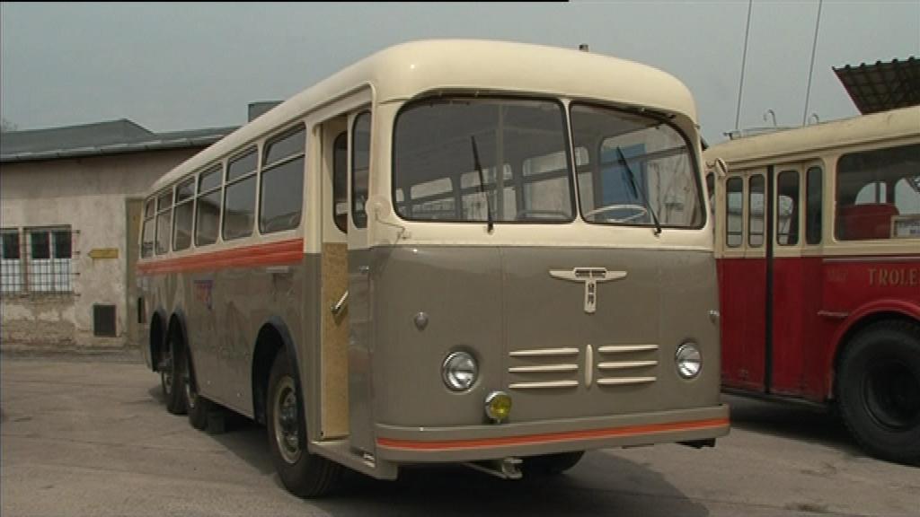 Lákadlem je horský autobus Tatra 500B